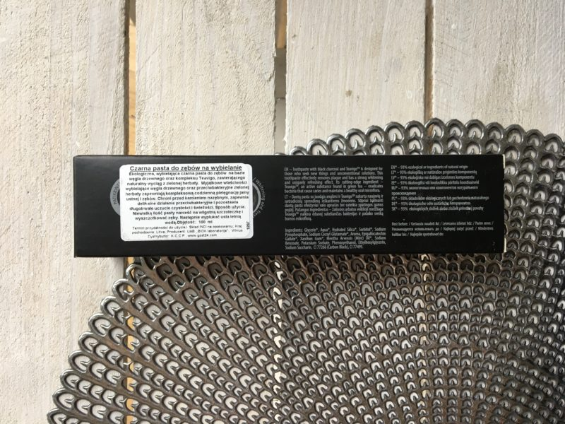 Ekologiczna pasta wybielająca z węglem drzewnym Ecodenta