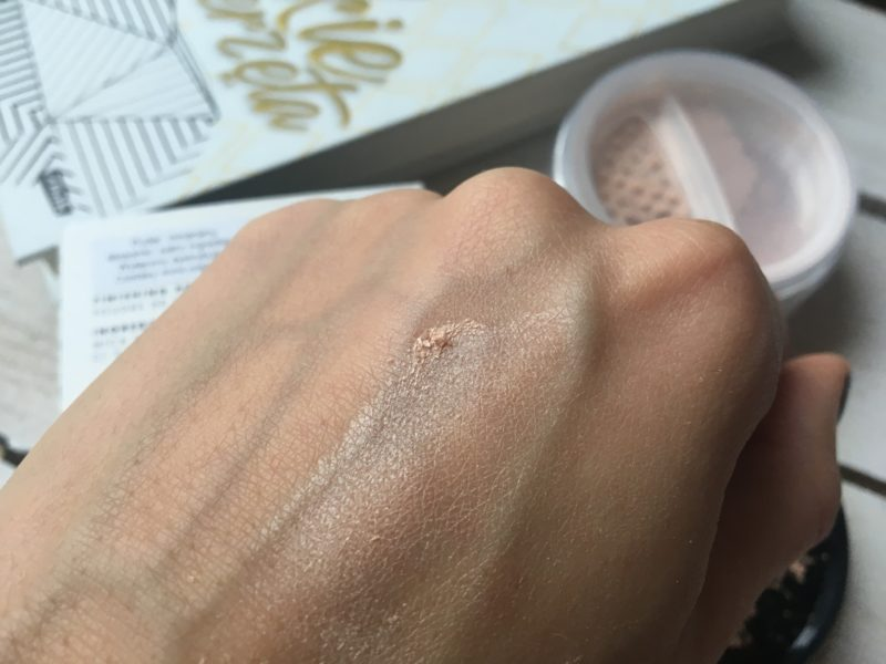 Sypki puder Flawless Silk Lily Lolo