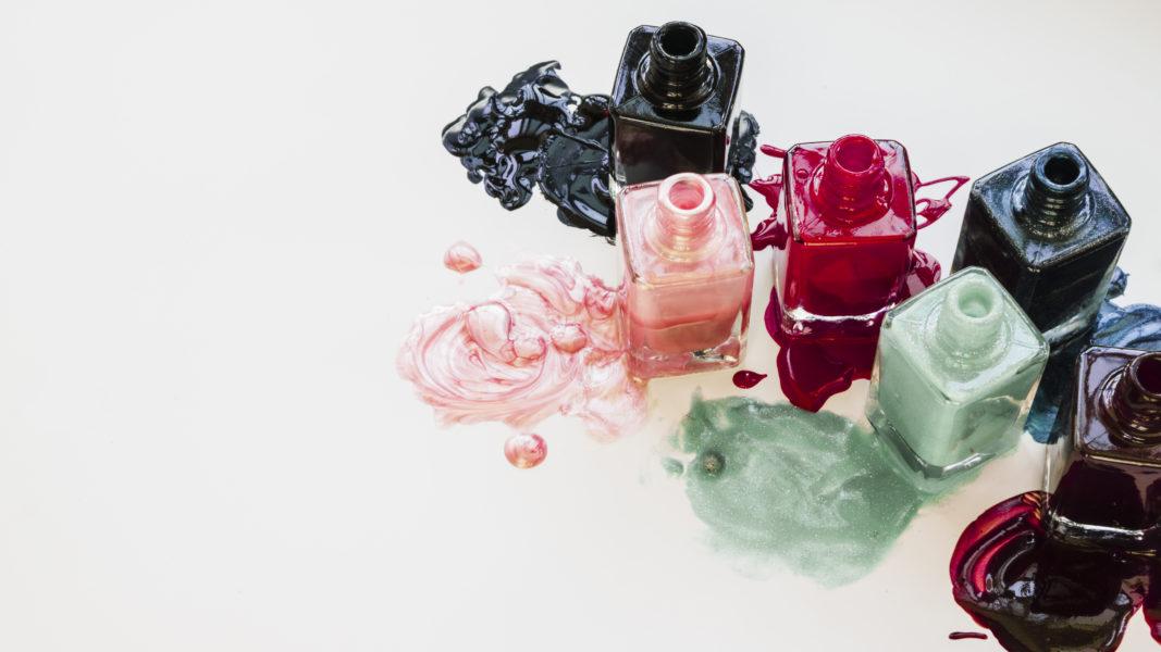 Których składników w kosmetykach unikać podczas ciąży?
