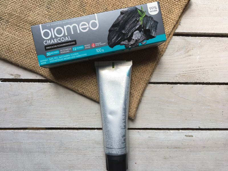 Czarna pasta do zębów Biomed